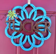 Horseshoe wreath with name Horseshoe Wreath, Horseshoes, Iron, Wreaths, Lace, How To Make, Crafts, Manualidades, Door Wreaths