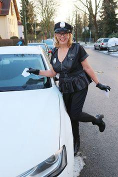 Die beliebte US-Polizeiuniform gibt es jetzt auch in XXL: Ich finde, sie sieht ziemlich sexy aus! Zum Kostüm gehören Kleid, Mütze und Gürtel. Die schwarzen Handschuhe müsstet ihr euch noch selber dazukaufen..