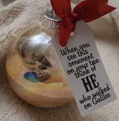 Seashell Ornament. A neighbor gift that's fun and inexpensive to make and symbolizes the true meaning of Christmas. Free Printable Tag.