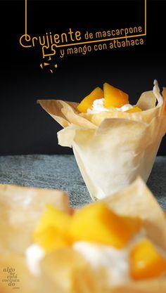 Crujiente de mascarpone y mango con albahaca