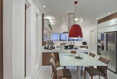 Cozinha branca e amadeirada com península-linda! - Decor Salteado - Blog de…
