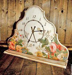 Цветочные часы. Обьемный декупаж. http://dcpg.ru/mclasses/1298/ Click on photo to see more! Нажмите на фото чтобы увидеть больше! decoupage art craft handmade home decor DIY do it yourself clock Materials and techniques: napkins stencil etc.