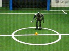 Awesome Robo trying to play soccer Just For Fun, Have Fun, Play Soccer, Best Funny Pictures, Animated Gif, I Laughed, Animation, Humor, Memes