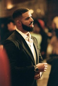 Drake Discover Top 5 Most Stylish Singers In The World Drake Rapper, Aubrey Drake, Famous Celebrities, Celebs, Drake Wallpapers, Drake Drizzy, Drake Graham, Music Backgrounds, Lil Pump