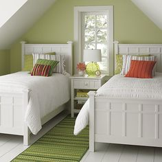 22 Guest Bedrooms with Captivating Twin Bed Designs Bright green guest room featuring Brighton white bedding from Crate&Barrel Twin Beds Guest Room, Home Bedroom, Bed Design, Guest Bedrooms, Classy Bedroom, Twins Room, Small Rooms, White Bedding, Home Decor