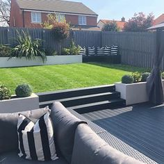 Absolutely in LOVE with garden - theideas - Modern Garden Design Back Garden Landscaping, Sloped Garden, Backyard Patio Designs, Garden Makeover, Backyard Makeover, Back Gardens, Outdoor Gardens, Garden Deco, Terrace Garden