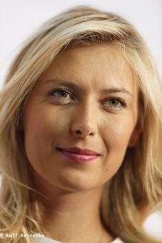Maria Sharapova Hot, Sharapova Tennis, Maria Sarapova, Tennis Players Female, Senior Photos Girls, Tennis Stars, Russian Beauty, Attractive Girls, Celebrity Beauty