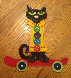 Pete the cat - skateboard (magic sunglasses) Cat Skateboard, Felt Crafts, Diy Crafts, Felt Ornaments, Christmas Ornaments, Felt Puppets, Felt Board Stories, Crafts For Kids, Arts And Crafts