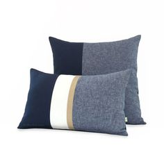 Navy Chambray Pillow Cover (Set of 2) 12x20 Gold Stripe and 20x20 Colorblock - Modern Home Decor by JillianReneDecor - Nautical Pillows von JillianReneDecor auf Etsy https://www.etsy.com/de/listing/231441462/navy-chambray-pillow-cover-set-of-2