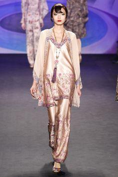 Anna Sui, New York Fashion Week, Herbst-/Wintermode 2014 Couture Fashion, Runway Fashion, High Fashion, Fashion Show, Fashion Design, Anna Sui, Style Rose, My Style, Mode Rose