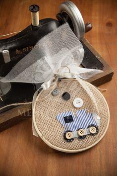 Μπομπονιέρα βάπτισης για αγόρι καδράκι από τελάρο κεντήματος με τρένο Suitcase, Fashion, Moda, Fasion, Fashion Illustrations, Briefcase, Fashion Models