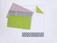 """Briefumschläge - PapeterieBriefpapier-Set """"altrosa/grün"""" Set in Kraftpapier-Schachtel mit je 20 Umschlägen C6 und 20 Briefpapieren A5. Gedruckt auf Recyclingpapier. 12,90 € inkl. MwSt., zzgl. Versandkosten"""