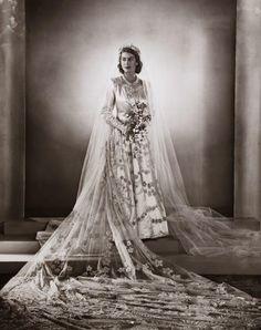 GORGEOUS GOWN Princess Elizabeth Wedding Portrait 1947 Pictwitter