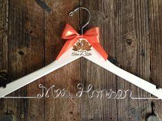 Wedding hangers for your wedding dress - Love4Wed