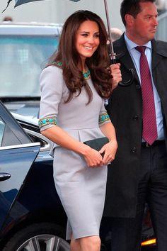 love her Matthew Williamson dress! I want it.