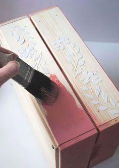 La Favola Incantata® è un laboratorio artigianale di bomboniere. Diy Furniture Decor, Decoupage Furniture, Decoupage Box, Chalk Paint Furniture, Recycled Furniture, Cigar Box Crafts, Painted Plant Pots, Porch Paint, Wood Crates