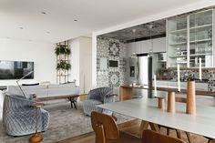 La pièce principale où se trouvent le séjour, la cuisine semi-ouverte et la salle à manger