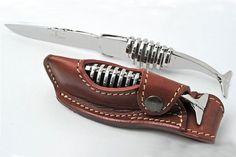 Retour aux sources des couteaux Farol avec le 'Cachalot Squelette', un couteau entièrement en inox qui rappelle la chasse aux cachalots.
