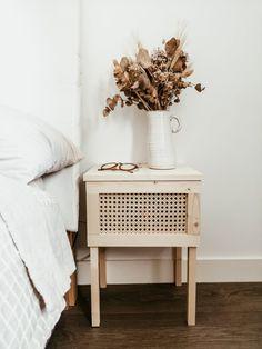 Furniture Makeover, Furniture Decor, Painted Furniture, Coaster Furniture, Repurposed Furniture, Rustic Furniture, Decoration Palette, Diy Nightstand, Minimalist Room