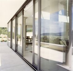 Attractive and thermally efficient sliding doors