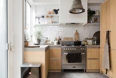 Houten keuken met betonnen werkblad bij Rik en Tamara uit aflevering 4, seizoen 2 | Make-over door Carlein Kieboom | Fotografie Barbara Kieboom