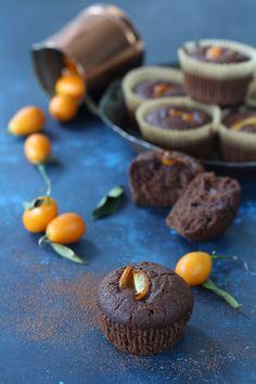 Muffin aquafaba kumquat e cacao amaro - Papilla Monella Best Italian Recipes, Favorite Recipes, Aquafaba Recipes, Tasty, Yummy Food, Chocolate Treats, Vegan Sweets, Sweet And Salty, Healthy Treats