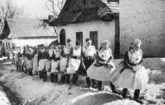 Menyecskék ünneplőben 1930 Buják, Nógrád megye-Hungary