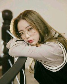 girl, ulzzang, and korean model image Ulzzang Korean Girl, Cute Korean Girl, Asian Girl, Bora Lim, 3 4 Face, Best Photo Poses, Girl Korea, Korean Girl Fashion, Girls With Glasses