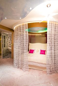 oh my gosh this looks so cool! maybe for winter, but in the summer it would have to remain almost all the way open... ugh i hate KY summers! oh well, I love love love this bed!