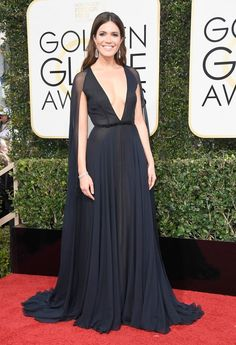 Mandy Moore's red carpet cape at the 2017 Golden Globes = goals.