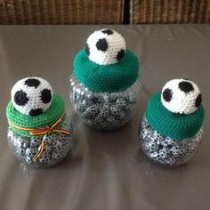 Crochet Gifts, Crochet Hooks, Crochet Baby, Crochet Designs, Crochet Patterns, Crochet Jar Covers, Cupcake Dolls, Baby Jars, Sport Craft