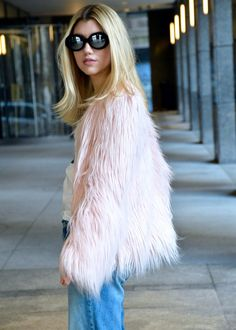 Winter Outfit Ideas   How to build a street style look   Dress like an it girl   Create your signature look   It Girl Fashion   Fashion Blogger   Pink Faux Fur   Street Style   How to wear Faux Fur   Vintage Sunglasses   T-shirt and Jeans   Dress Up Jeans   Casual Everyday Outfit