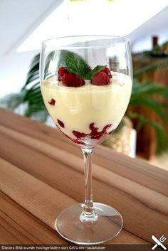Weiße Creme mit Himbeeren, ein sehr leckeres Rezept aus der Kategorie Dessert. Bewertungen: 52. Durchschnitt: Ø 4,2.