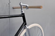 wooden handlebar (via Bertelli • Biciclette Assemblate • New York City • Domenica)