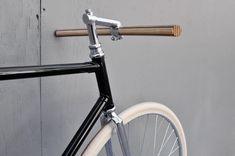 wooden handlebar (via Bertelli • Biciclette Assemblate • New York City • Domenica)
