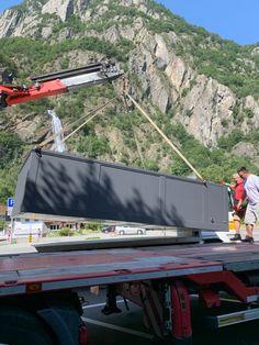 Piscine container en mode livraison #suisse a Martigny (VS) #lmaisonbleue #sustainableworld #betheplan en Valais suisse