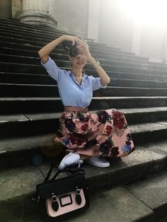 How to wear a midi floral skirt and look casual chic