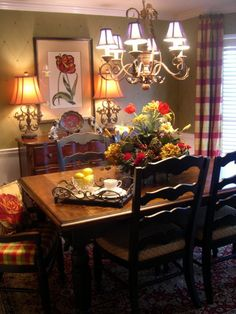 60 Lasting French Country Dining Room Decor Ideas February Leave a Comment French country style is charming, elegant and rather budget-savvy because you can use flea market finds here. French Country Dining Room, French Country Kitchens, French Country House, English Country Cottages, Country Chic, French Decor, French Country Decorating, Rustic French, Home Decoracion