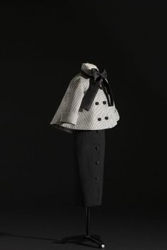 Christian Dior, Aventure, Black wool button-up skirt, black-and-white hound's-tooth jacket with gored back. Haute Couture Spring-Summer 1948, Envol line.