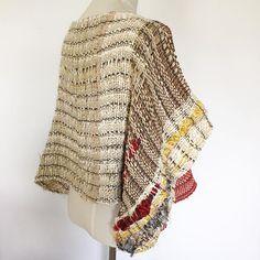 ポンチョ。後ろ。 でも、気分に合わせてどちらを前にしても。 #さをり#さをり織り #SAORI #手織り #Weaving #fashion #saoriweaving #handwoven #woven #仕立て