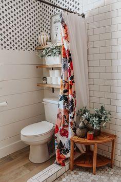 32 Small Bathroom Design Ideas for Every Taste - The Trending House Stil Inspiration, Bathroom Inspiration, Wc Decoration, Table Decorations, Home Design, Interior Design, Design Design, Modern Design, Summer Deco