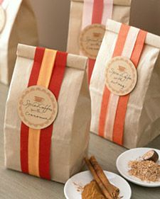 Un-Gift Guide Pretty Packaging from Martha Stewart Love the simplicity of these bags. I think I'll fill mine with homemade granola instead of coffee but these are adorable! Guide Pretty Packaging from Martha Stewart Love the simplicity of these Cookie Packaging, Food Packaging, Packaging Ideas, Creative Gift Wrapping, Creative Gifts, Wrapping Ideas, Paper Wrapping, Homemade Food Gifts, Diy Gifts