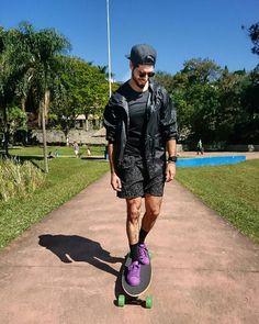 Domingo na praça andando de skate!