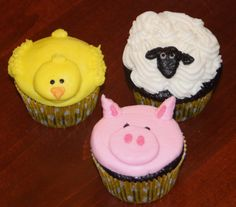 Brynn's farm animal cupcakes - chicken, sheep and pig