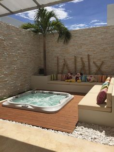 Spa whirlpool: 12 ideas to integrate it into your garden - Buried Jacuzzi - . Hot Tub Backyard, Small Backyard Pools, Backyard Pool Designs, Swimming Pool Designs, Backyard Patio, Hot Tub Deck, Backyard Privacy, Inground Hot Tub, Spa Jacuzzi
