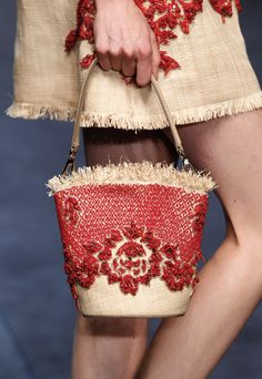 dolce and gabbana D straw basket My Bags, Purses And Bags, Fashion Bags, Fashion Accessories, Unique Purses, Mini Handbags, Basket Bag, Summer Bags, Little Bag