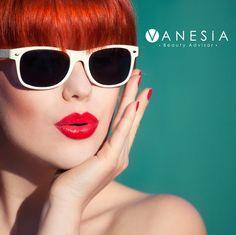 Scegliere il colore del rossetto può essere un gioco dettato dall'estro, ma può anche rispondere a specifiche esigenze estetiche. Sapevi che il rossetto rosso ringiovanisce e cancella la stanchezza dal viso? #makeup #beauty #rossetto #rosso