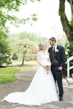Knoxville wedding venue Dara's Garden. Click to see more photos by Shane Hawkins Photography
