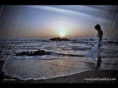 Y no para de llover carajo, yo era feliz en los dias nublados y de lluvia y ahora solo me la paso pensando en ti, y el olor a tierra mojada me trae tu recuerdo una y otra y otra vez. Que imbecil soy