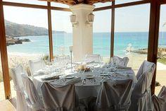 Restaurante Cas MIla situado en la playa de Cala Tarida en el municipio de Sant Josep #Ibiza Se puede disfrutar de unas increíbles vistas frente al mar, disfrutando su cocina mediterránea #beachingrecomienda